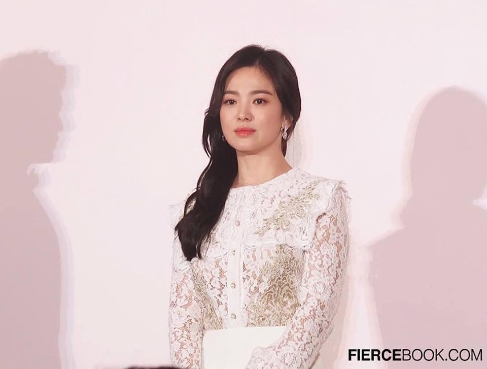 Đẹp xuất sắc trong sự kiện mới nhưng ngón tay không đeo nhẫn cưới của Song Hye Kyo mới thu hút sự chú ý-10