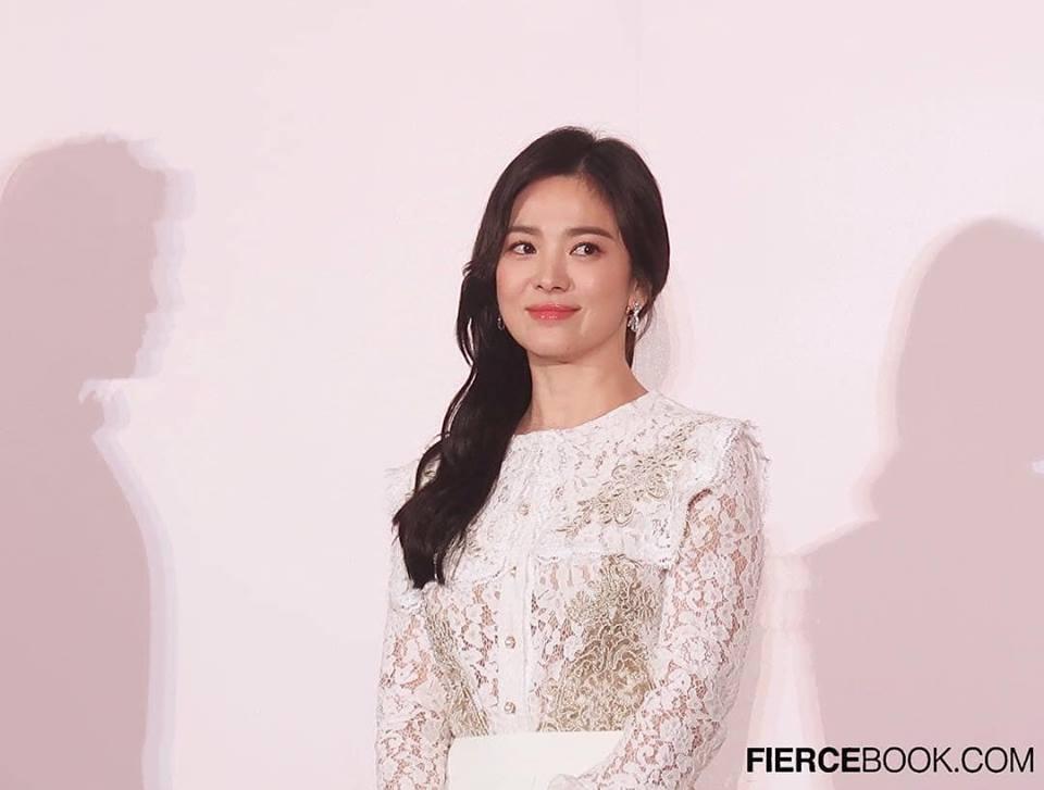 Đẹp xuất sắc trong sự kiện mới nhưng ngón tay không đeo nhẫn cưới của Song Hye Kyo mới thu hút sự chú ý-11