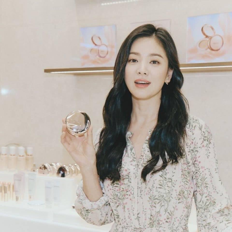 Đẹp xuất sắc trong sự kiện mới nhưng ngón tay không đeo nhẫn cưới của Song Hye Kyo mới thu hút sự chú ý-2