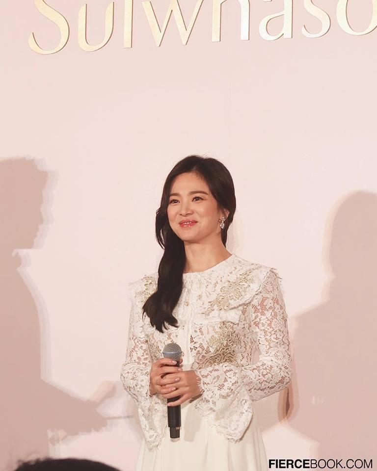 Đẹp xuất sắc trong sự kiện mới nhưng ngón tay không đeo nhẫn cưới của Song Hye Kyo mới thu hút sự chú ý-8