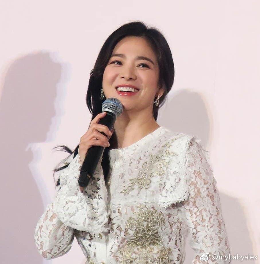 Đẹp xuất sắc trong sự kiện mới nhưng ngón tay không đeo nhẫn cưới của Song Hye Kyo mới thu hút sự chú ý-9