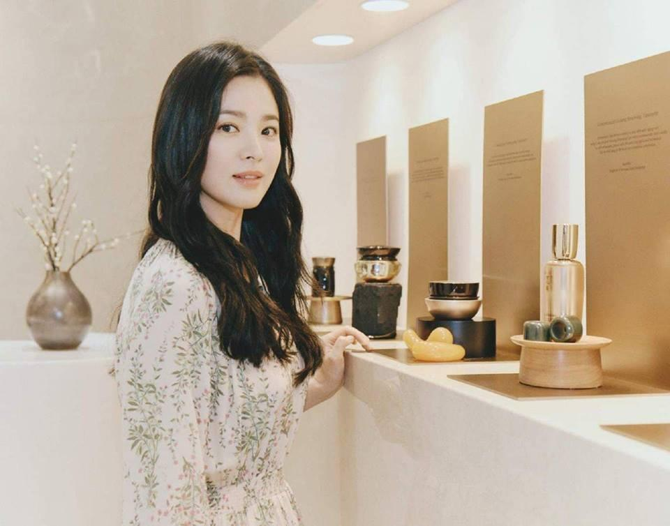 Đẹp xuất sắc trong sự kiện mới nhưng ngón tay không đeo nhẫn cưới của Song Hye Kyo mới thu hút sự chú ý-4