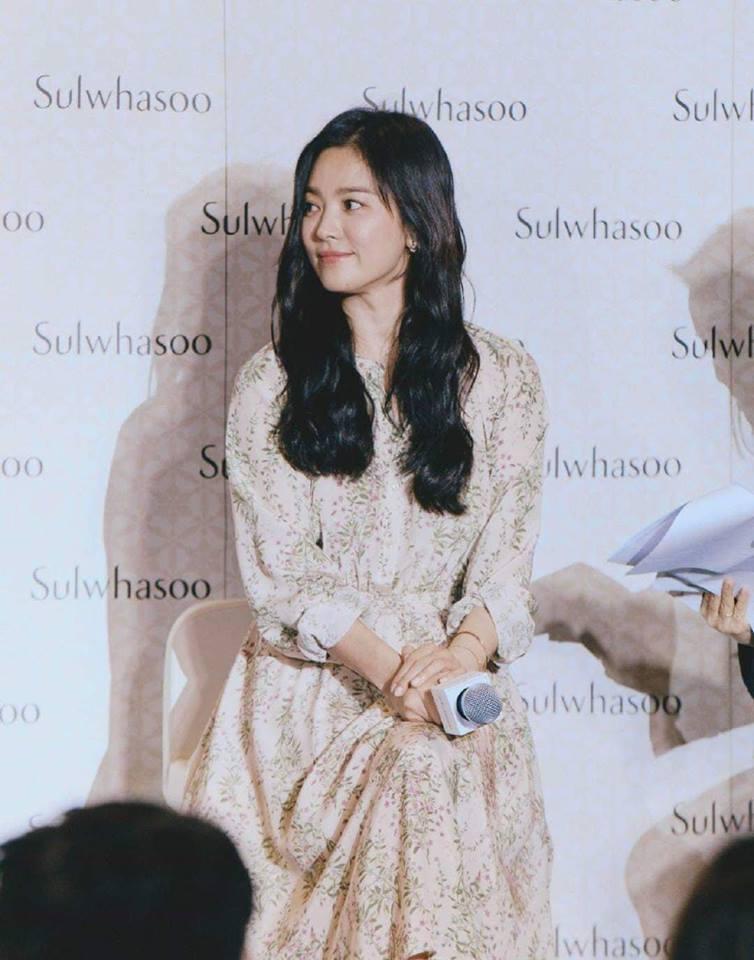 Đẹp xuất sắc trong sự kiện mới nhưng ngón tay không đeo nhẫn cưới của Song Hye Kyo mới thu hút sự chú ý-7