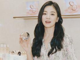 Đẹp xuất sắc trong sự kiện mới nhưng ngón tay không đeo nhẫn cưới của Song Hye Kyo mới thu hút sự chú ý