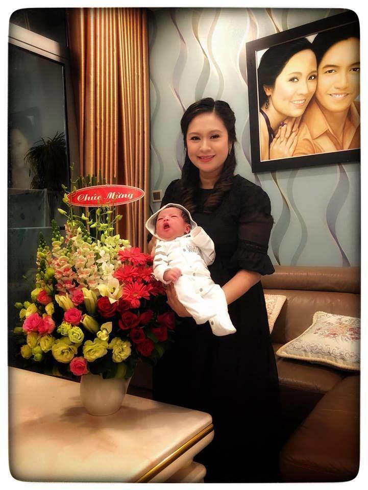 Nhóc tì vừa chào đời nhà Đức Thịnh - Thanh Thúy được phong thánh biểu cảm vì gương mặt quá đỗi hài hước-1