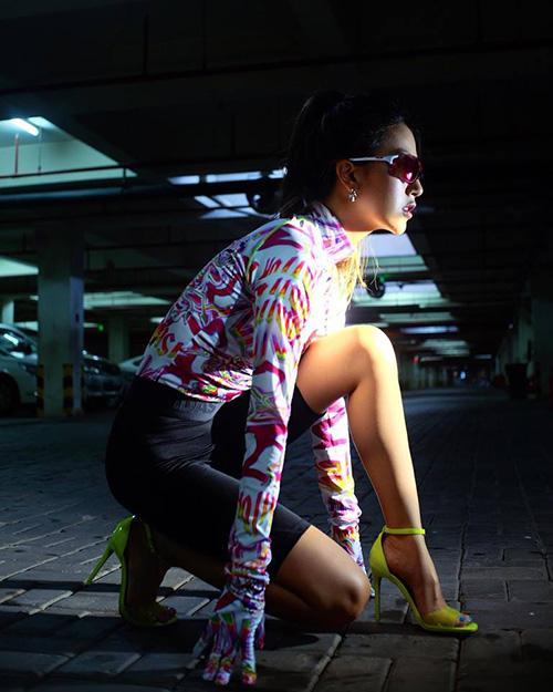 NGƯỢC ĐỜI NHƯ SAO: Mặc bikini đi boots, diện đồ thể thao lại mix giầy cao gót chỉ có thể là Hoàng Thùy, Quỳnh Anh Shyn, Lan Khuê-5