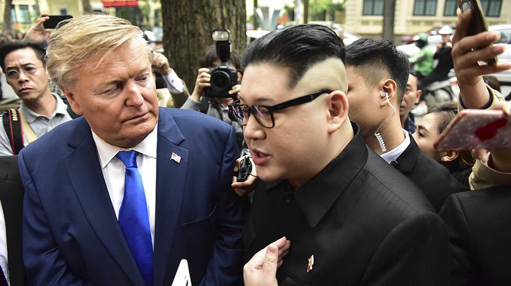 Bản sao Tổng thống Donald Trump và Chủ tịch Kim Jong-un làm rộn ràng phố phường Hà Nội-9