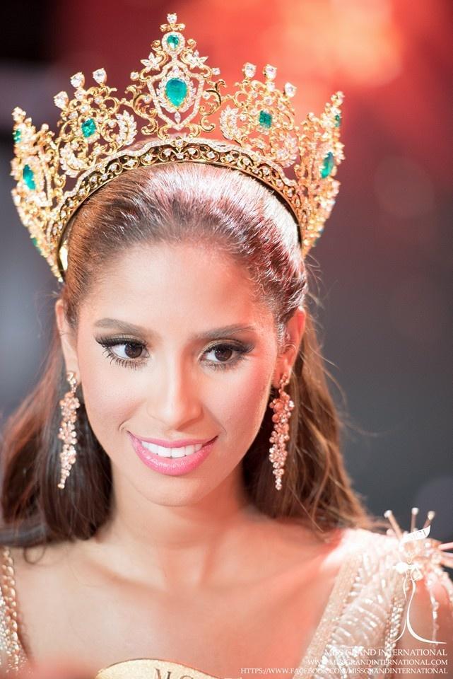 Tin được không khi lần đầu tiên trong cùng một cuộc thi sắc đẹp, cả Hoa hậu và kế Hoa hậu đều bị phế ngôi-2