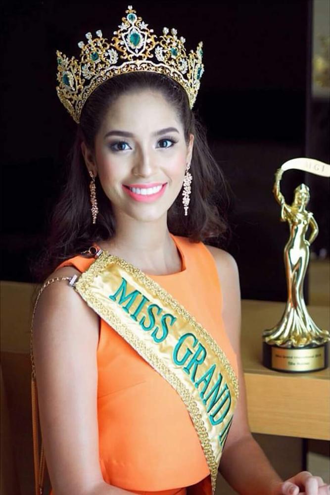 Tin được không khi lần đầu tiên trong cùng một cuộc thi sắc đẹp, cả Hoa hậu và kế Hoa hậu đều bị phế ngôi-4
