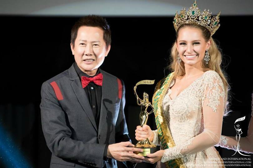 Tin được không khi lần đầu tiên trong cùng một cuộc thi sắc đẹp, cả Hoa hậu và kế Hoa hậu đều bị phế ngôi-8