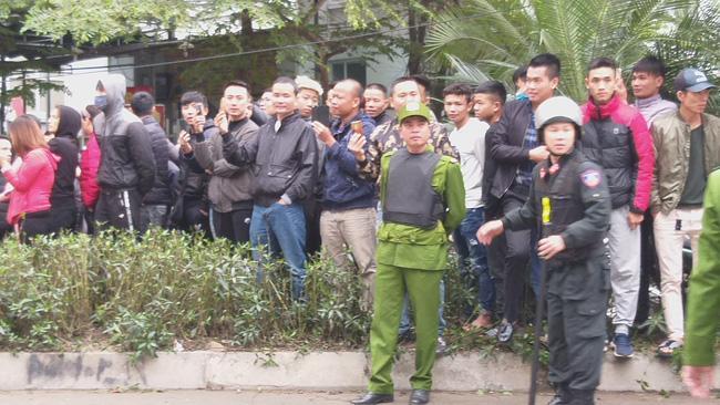 Giải cứu 2 cô gái bị nam thanh niên nghi ngáo đá khống chế ở Hà Nội-5