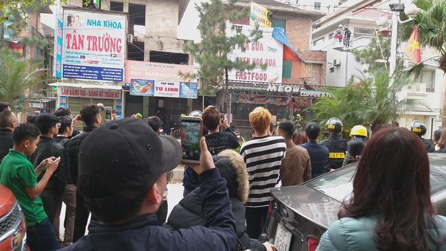 Giải cứu 2 cô gái bị nam thanh niên nghi ngáo đá khống chế ở Hà Nội-9