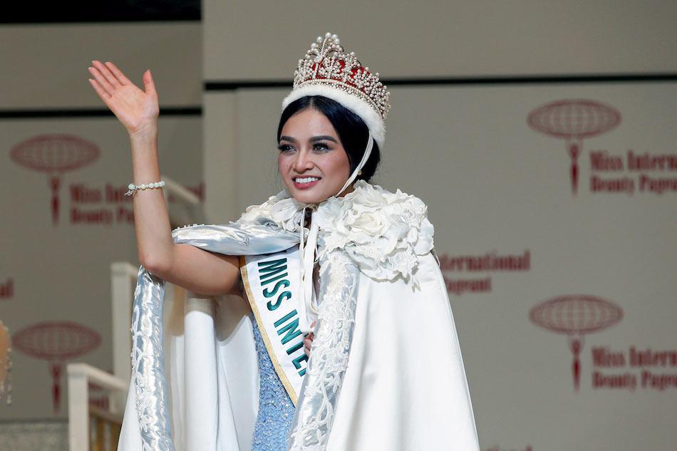 Loạt mỹ nhân Việt phản ứng người khôn, kẻ dại khi bất ngờ vướng scandal với các hoa hậu quốc tế-8