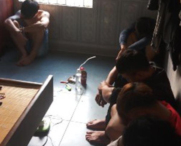 6 thanh niên mở tiệc ma túy trong phòng ngủ-1
