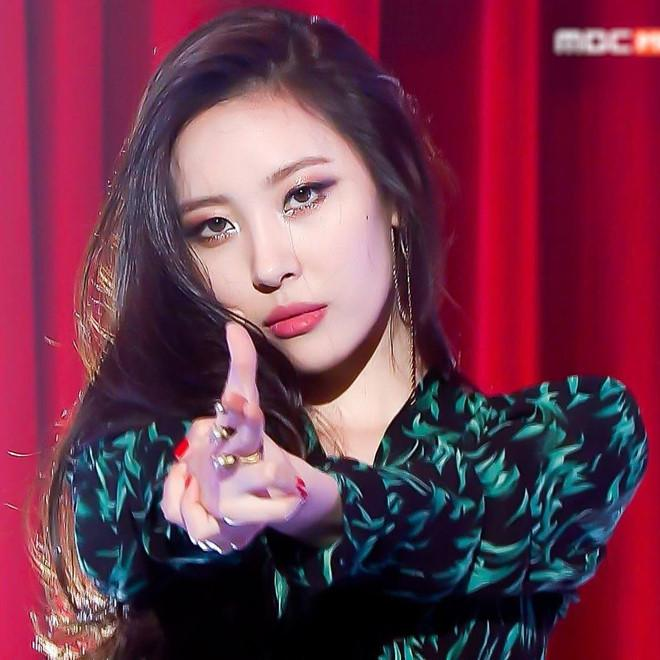 Tzuyu, Sunmi và những thần tượng Kpop nỗ lực để thoát mác bất tài-9