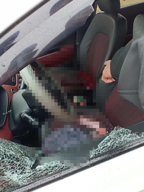 Nữ tài xế bị đâm chết trong ô tô, nghi phạm uống thuốc sâu tự tử-2