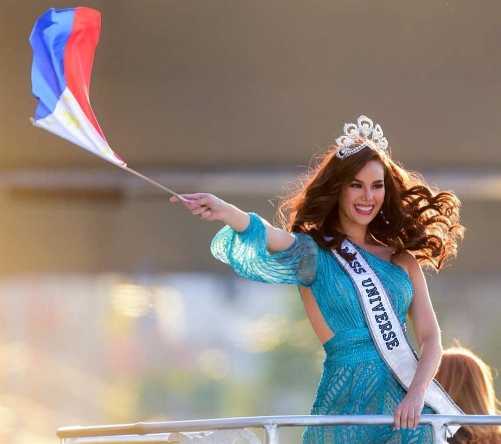 NHÌN MÀ XÓT: Catriona Gray làm vỡ vương miện phượng hoàng 6 tỷ sau 2 tháng đăng quang Hoa hậu Hoàn vũ 2018-1