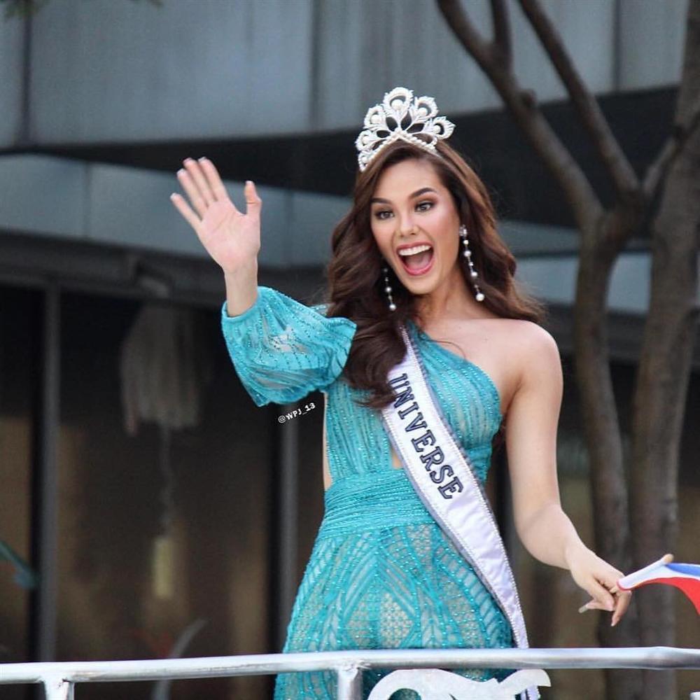 NHÌN MÀ XÓT: Catriona Gray làm vỡ vương miện phượng hoàng 6 tỷ sau 2 tháng đăng quang Hoa hậu Hoàn vũ 2018-3