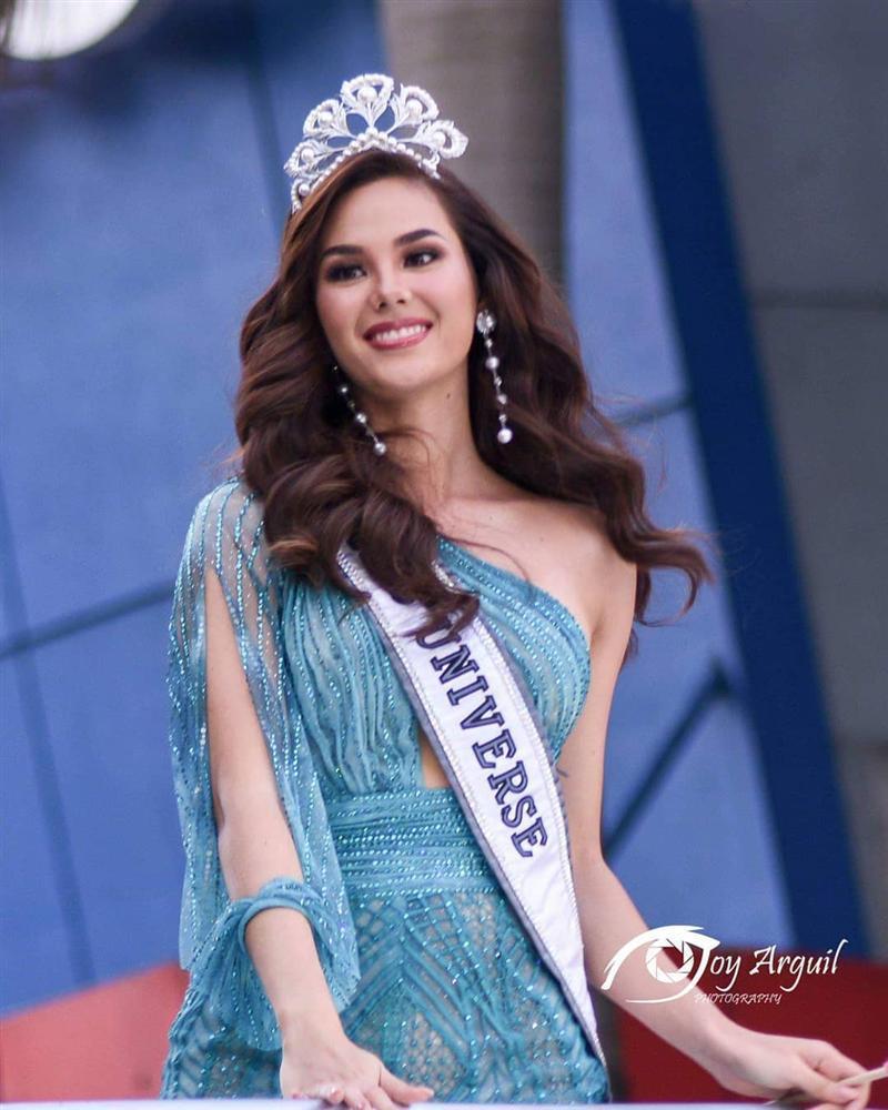 NHÌN MÀ XÓT: Catriona Gray làm vỡ vương miện phượng hoàng 6 tỷ sau 2 tháng đăng quang Hoa hậu Hoàn vũ 2018-4
