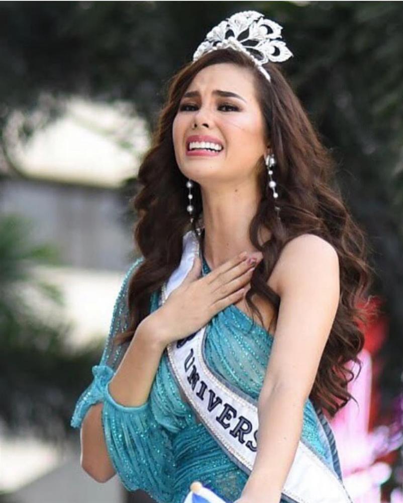 NHÌN MÀ XÓT: Catriona Gray làm vỡ vương miện phượng hoàng 6 tỷ sau 2 tháng đăng quang Hoa hậu Hoàn vũ 2018-5