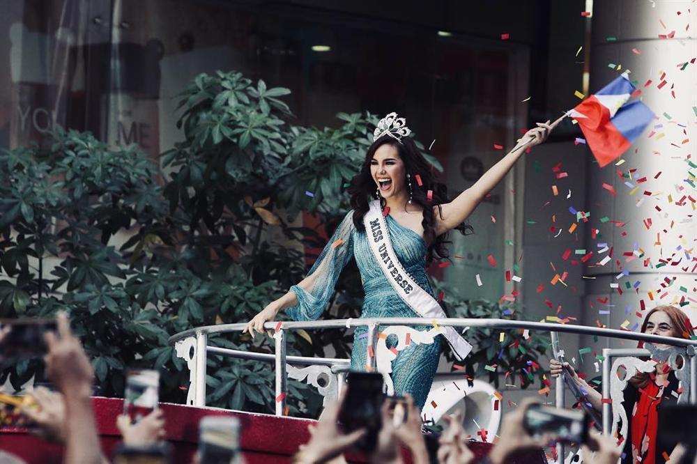 NHÌN MÀ XÓT: Catriona Gray làm vỡ vương miện phượng hoàng 6 tỷ sau 2 tháng đăng quang Hoa hậu Hoàn vũ 2018-7