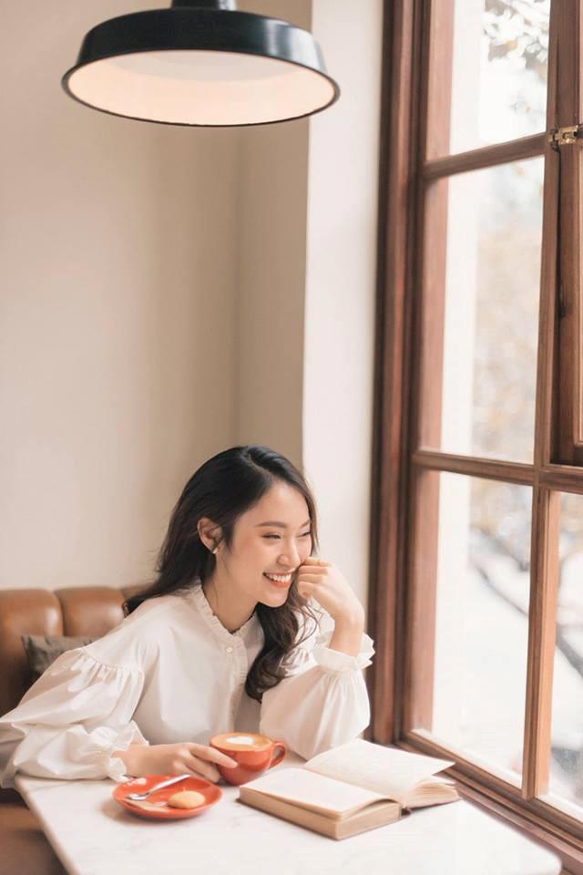 Khánh Vy bất ngờ diễn lại clip nói 7 thứ tiếng-5