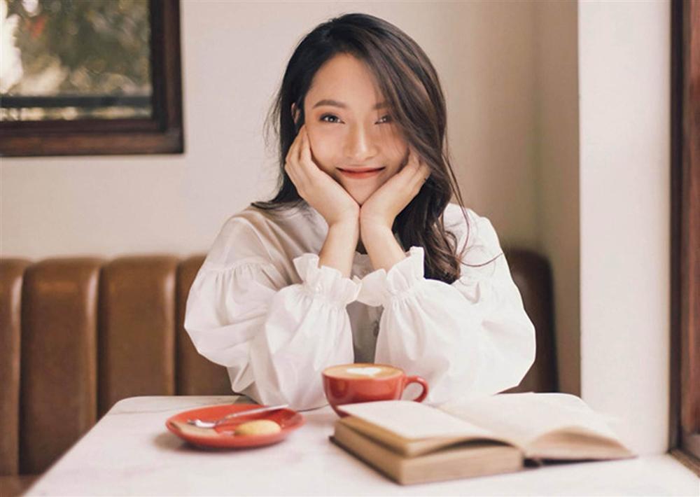 Khánh Vy bất ngờ diễn lại clip nói 7 thứ tiếng-6