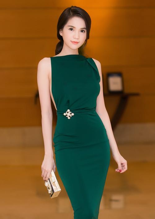 Mặc đầm xanh cổ vịt khó nhằn: Chi Pu, Hari nên học hỏi Hương Giang, Kỳ Duyên để không trở nên thảm họa-7