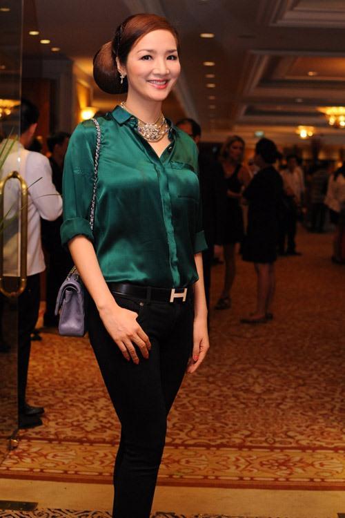 Mặc đầm xanh cổ vịt khó nhằn: Chi Pu, Hari nên học hỏi Hương Giang, Kỳ Duyên để không trở nên thảm họa-3