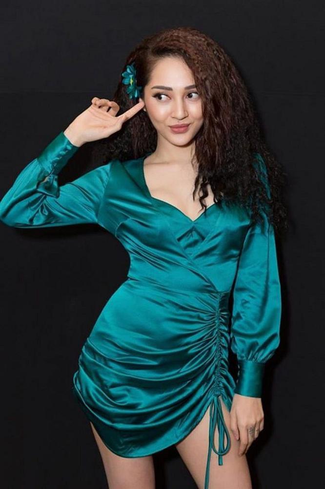 Mặc đầm xanh cổ vịt khó nhằn: Chi Pu, Hari nên học hỏi Hương Giang, Kỳ Duyên để không trở nên thảm họa-10