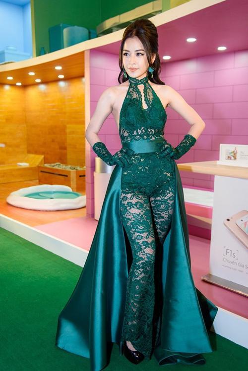 Mặc đầm xanh cổ vịt khó nhằn: Chi Pu, Hari nên học hỏi Hương Giang, Kỳ Duyên để không trở nên thảm họa-4