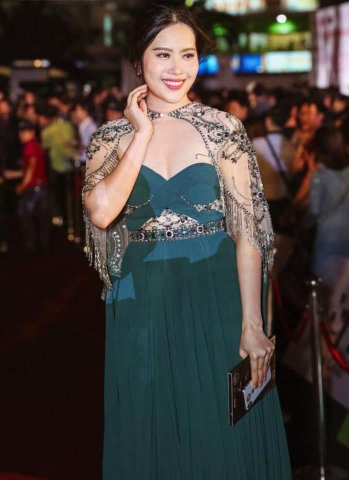 Mặc đầm xanh cổ vịt khó nhằn: Chi Pu, Hari nên học hỏi Hương Giang, Kỳ Duyên để không trở nên thảm họa-6