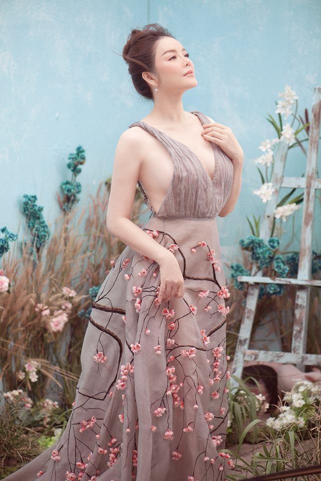 Phạm Hương đăng lại ảnh cũ, gợi lại màn đấu váy bất phân thắng bại với Tiểu Vy và Lý Nhã Kỳ-4