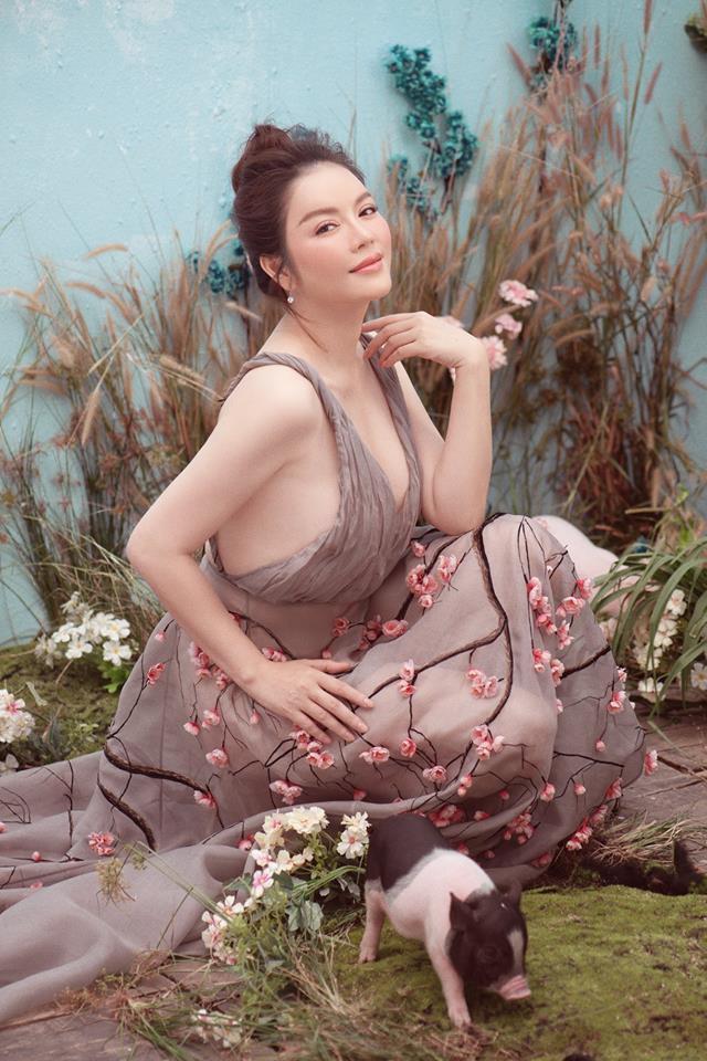 Phạm Hương đăng lại ảnh cũ, gợi lại màn đấu váy bất phân thắng bại với Tiểu Vy và Lý Nhã Kỳ-5