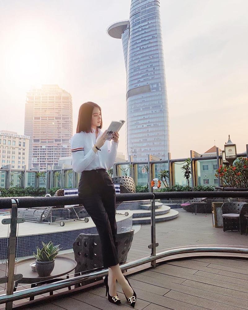 Từ Mạc Văn Khoa đến Trịnh Thăng Bình, Hiền Hồ... cả showbiz Việt vẫn mải mê diện 1 chiếc áo sơ mi quốc dân-6