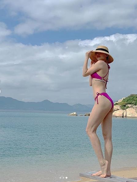 Diện bikini gợi cảm, Tóc Tiên - Bảo Anh uốn éo phô diễn hình thể chiêu đãi thị lực người nhìn-5