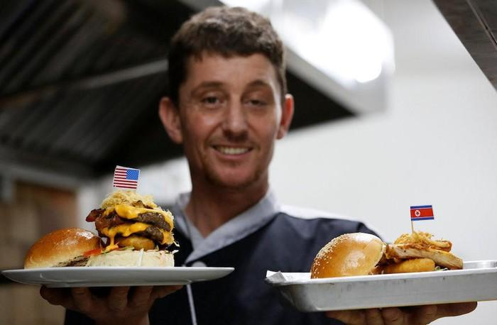 Burger đặc biệt tên ông Kim Jong-un và Donald Trump xuất hiện ở Hà Nội-1