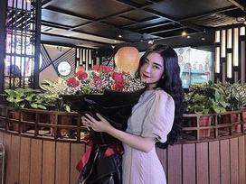 'Người nào đó' nhắn tin tình cảm hứa đưa Hà Trang đi xem phim cả đời, dân mạng lập tức réo tên Đức Chinh