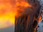 Du khách đổ xô chiêm ngưỡng 'thác lửa' mỗi năm chỉ có một lần ở Mỹ