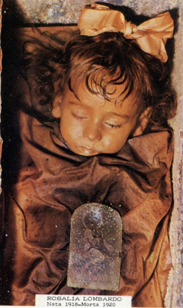 Sự thật về xác ướp cô bé 2 tuổi qua trăm năm vẫn chớp mắt mỗi ngày-1