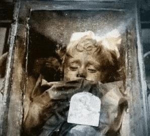 Sự thật về xác ướp cô bé 2 tuổi qua trăm năm vẫn chớp mắt mỗi ngày-2