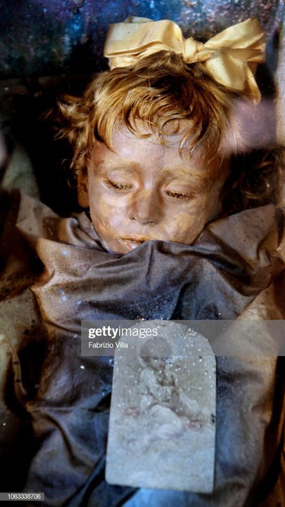 Sự thật về xác ướp cô bé 2 tuổi qua trăm năm vẫn chớp mắt mỗi ngày-3