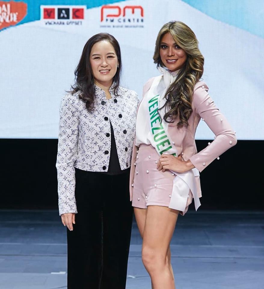 Vừa đặt chân tới Thái Lan, Nhật Hà đã xinh đẹp áp đảo dàn thí sinh Hoa hậu Chuyển giới Quốc tế 2019-11