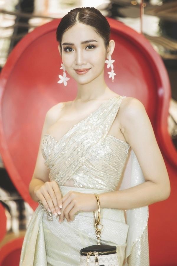 Mới rục rịch đi thi Hoa hậu Chuyển giới Quốc tế, Đỗ Nhật Hà đã chiêu đãi fan bằng những trang phục chuẩn không phải chỉnh-5