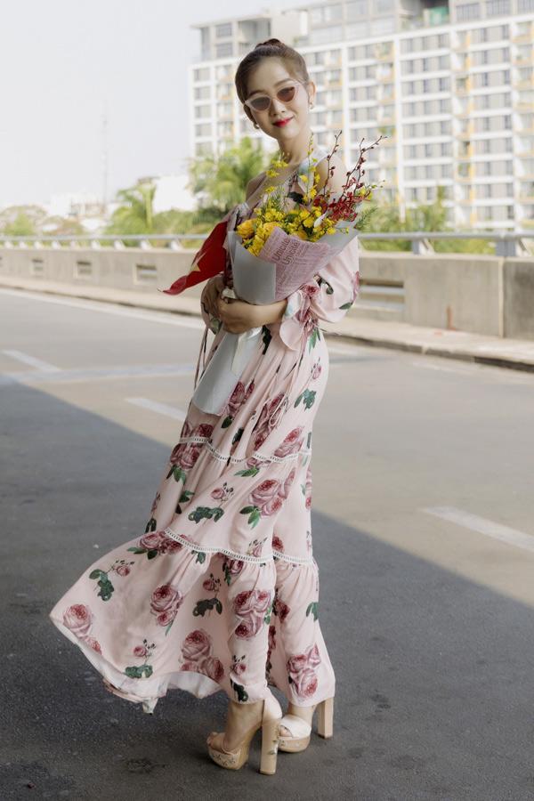 Mới rục rịch đi thi Hoa hậu Chuyển giới Quốc tế, Đỗ Nhật Hà đã chiêu đãi fan bằng những trang phục chuẩn không phải chỉnh-2