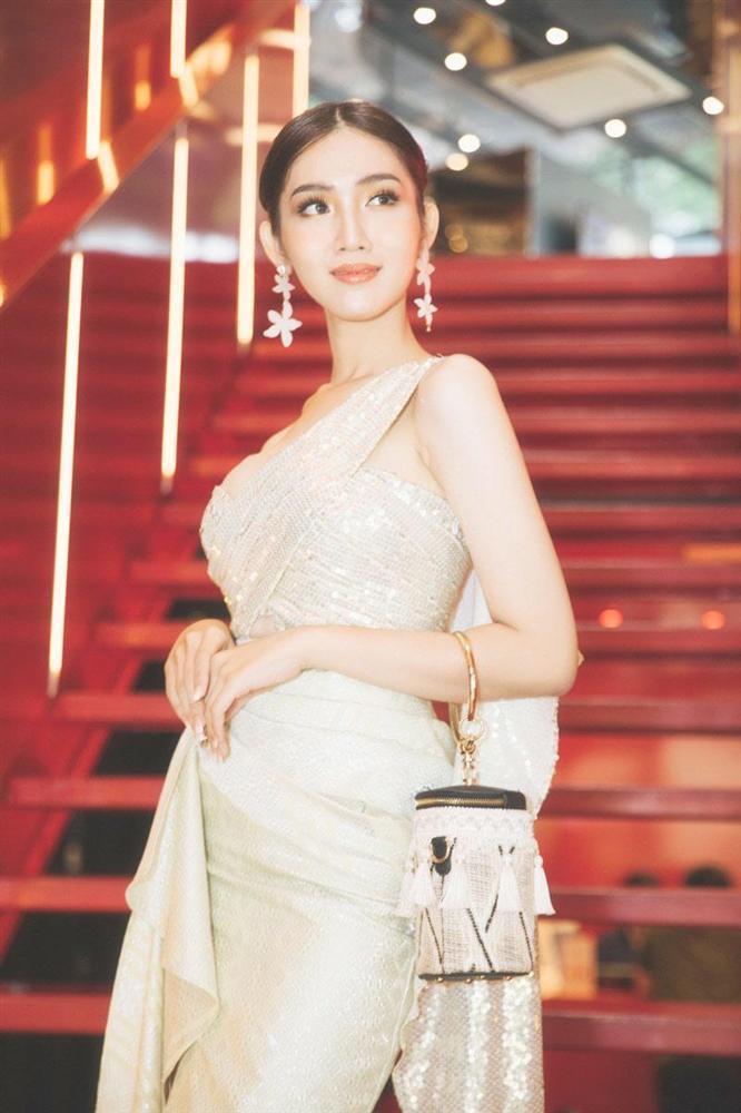 Mới rục rịch đi thi Hoa hậu Chuyển giới Quốc tế, Đỗ Nhật Hà đã chiêu đãi fan bằng những trang phục chuẩn không phải chỉnh-6