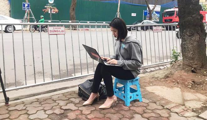 Điểm danh loạt cực phẩm phóng viên đến từ Hàn Quốc đang hạ gục cư dân mạng Việt Nam-1