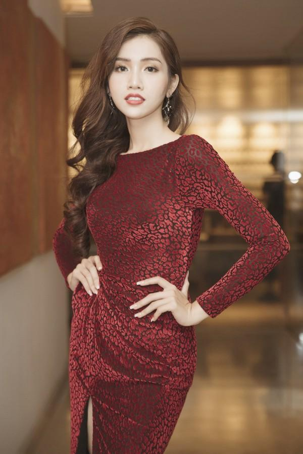 Mới rục rịch đi thi Hoa hậu Chuyển giới Quốc tế, Đỗ Nhật Hà đã chiêu đãi fan bằng những trang phục chuẩn không phải chỉnh-8