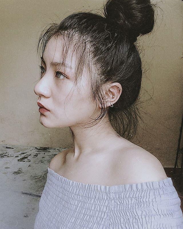 Nữ sinh mặc áo dài trắng tặng hoa ông Kim Jong Un là ai?-3