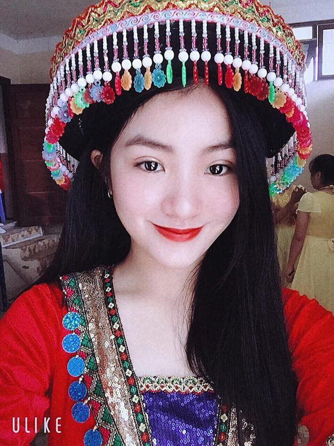 Nữ sinh mặc áo dài trắng tặng hoa ông Kim Jong Un là ai?-2